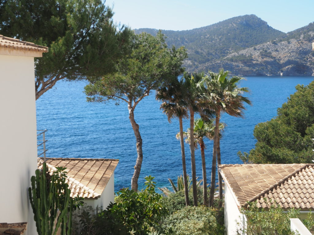 Rent: Front line villa in Port d'Andratx area with stunning sea views and direct sea access, absolute privacy